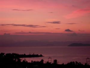 朝焼けの琵琶湖の空